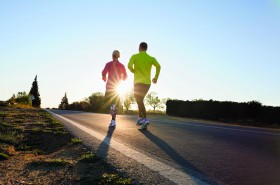 Löpning på asfalt ur boken Starkare, snabbare, löpare. Foto www.hansberggren.se